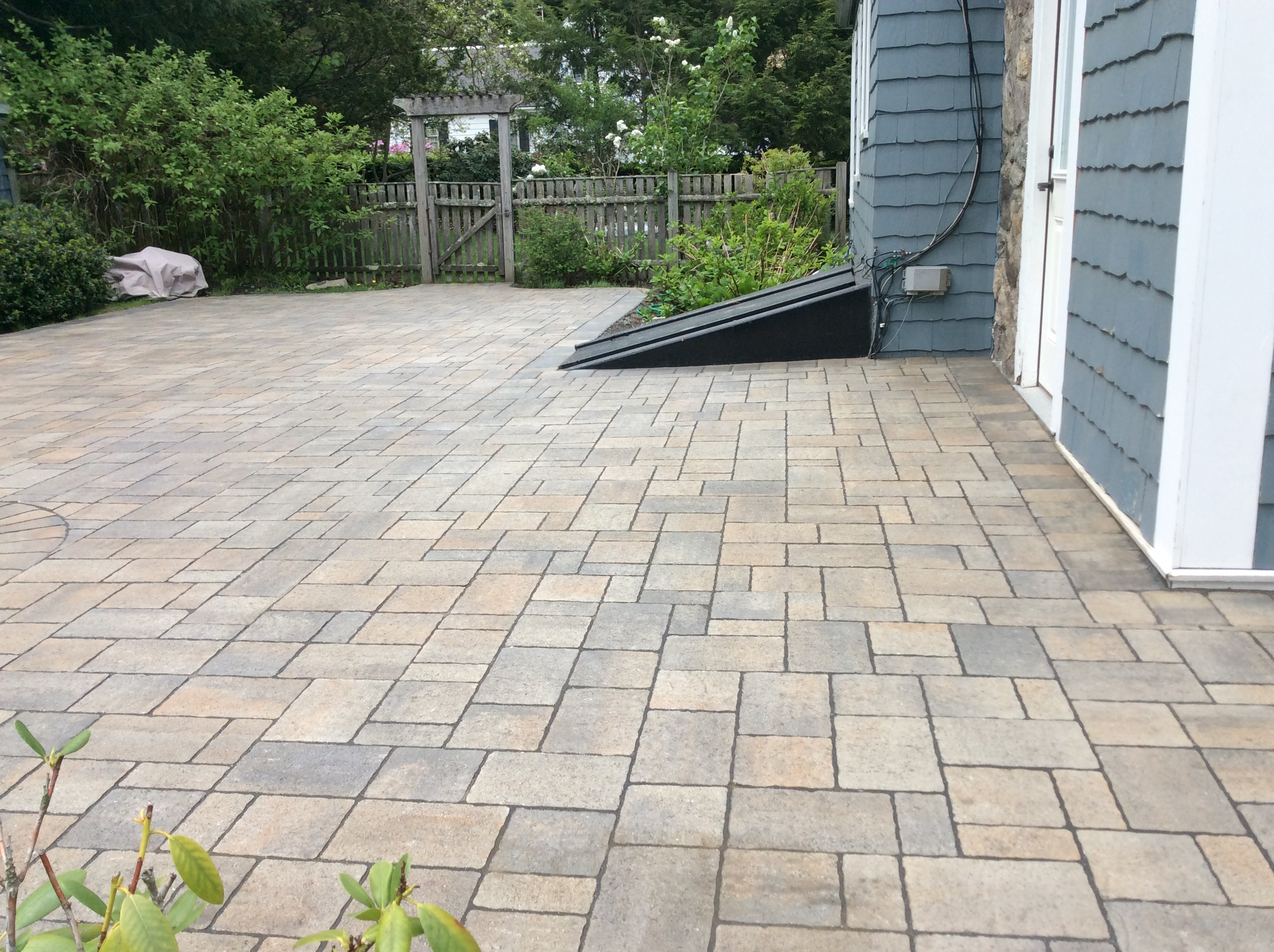 How To Install Interlocking Pavers For Your Patio